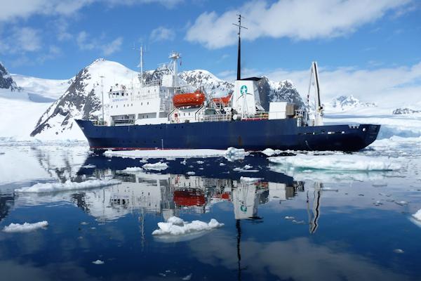 La découverte du monde sous-marin de l'Arctique via Aurora Expéditions